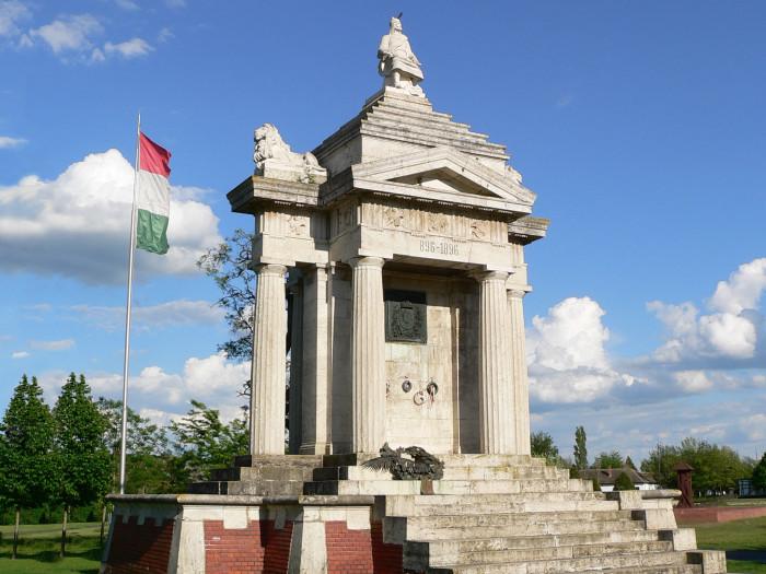 Ópusztaszeri Árpád-emlékmű